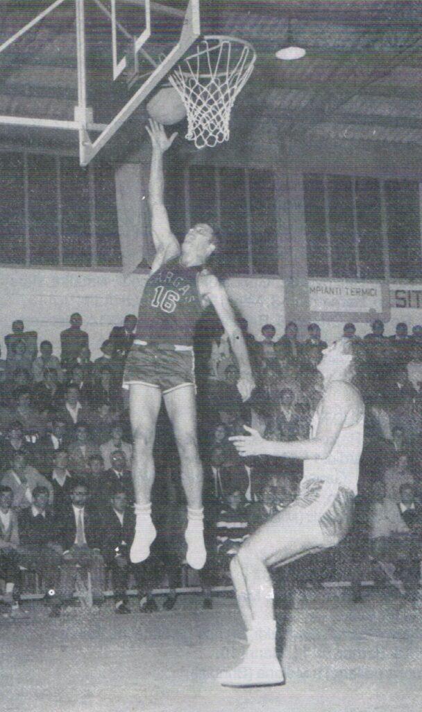 STAGION 1967/68: FARGAS LIBERTAS LIVORNO vs CANDY BOLOGNA STAGIONE 1966-67: FARGAS LIBERTAS LIVORNO v CANDY BOLOGNA