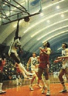 STAGIONE 1983/84: ANALCOLICA PERONI LIBERTAS LIVORNO vs SIMAC OLIMPIA MILANO