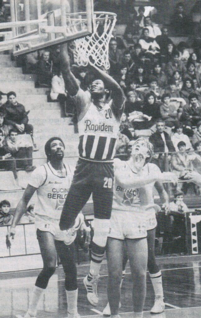 STAGIONE 1983/84: ALFRED BEAL (RAPIDENT PALLACANESTRO LIVORNO) vs BERLONI TORINO