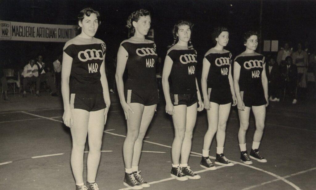 STAGIONE 1956/57: LA SQUADRA FEMMINILE DELLA MAR LIVORNO, EX LIBERTAS